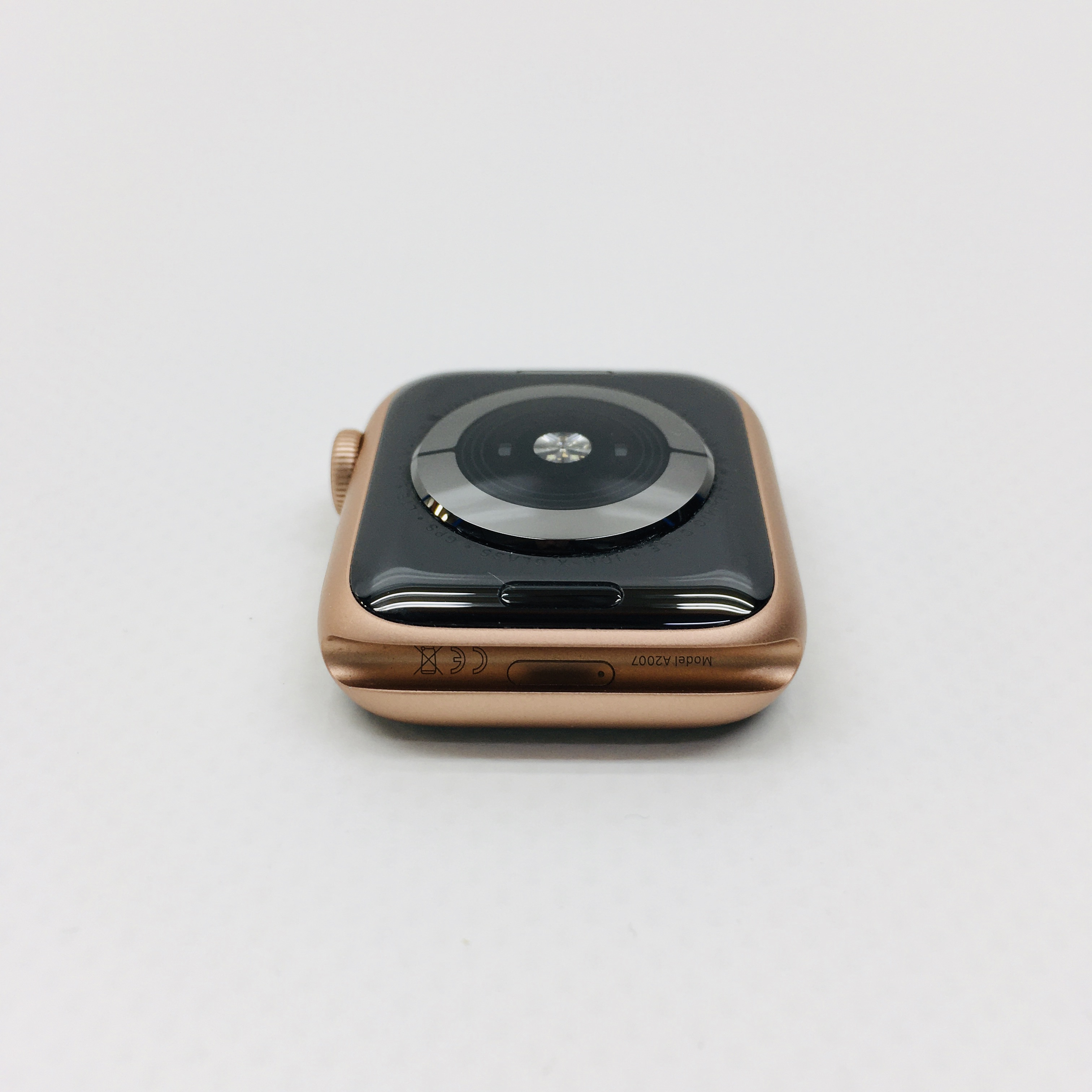 Watch Series 4 Aluminum Cellular (40mm), Gold, White Sport Band, image 6